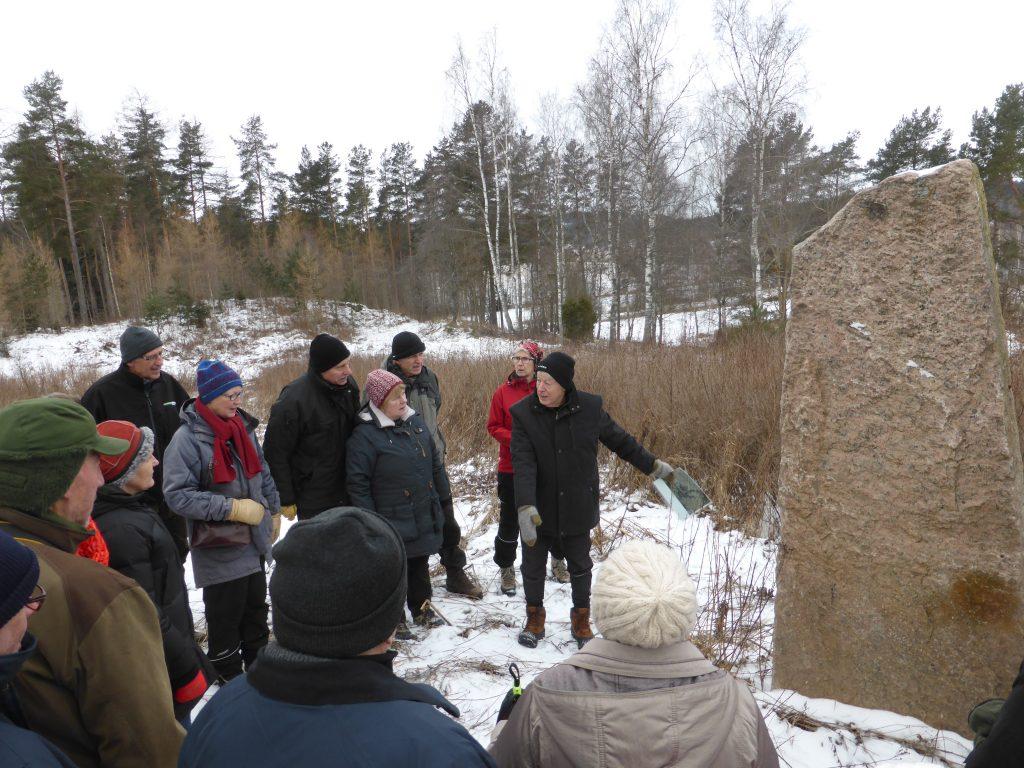 Eskil  hade utlovat ett minnesmärke från järnåldern. Det visade sig vara en rest från den gamla Tullabron, som byggdes om på 60-talet. Men kul ändå!
