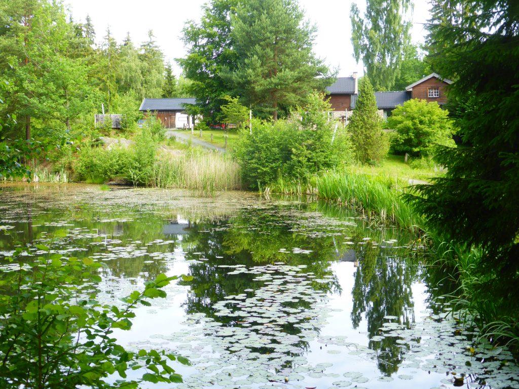Uppför backarna passerade vi Stenvalls gamla fina damm och Vidlunds fina villa.