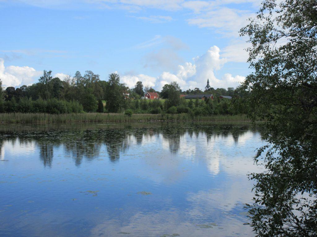 En vacker vy över Rogbergasjön från dagens rastplats.
