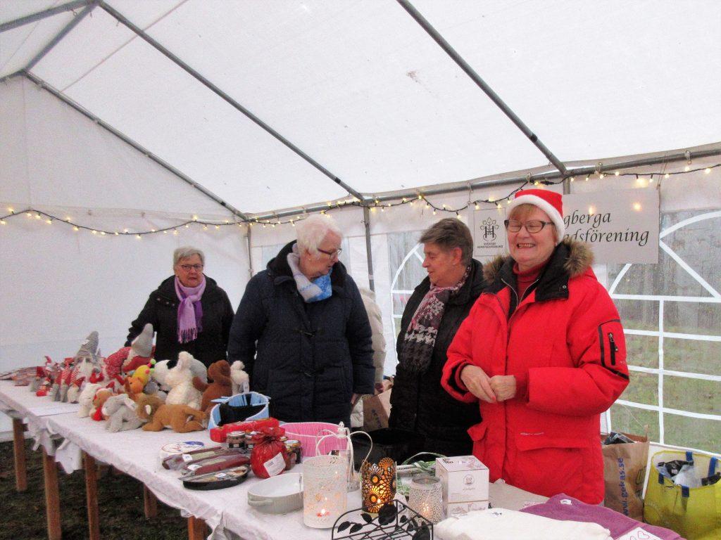 Hembygdsföreningen hade lotteri och försäljning av hembakat bröd.