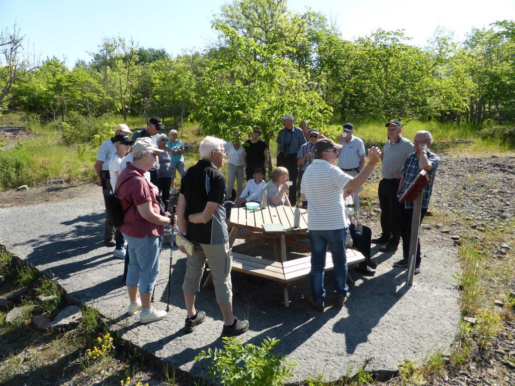 Ekologen Kent Boström från Lidköping tog emot oss vid Österplana hed & vall och informerade om Kinnekulle och guidade oss på förmiddagens vandring, drygt 5 km.