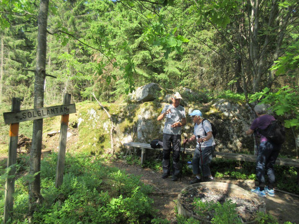 Snart kommer vi till Solgläntan, som är markerad som 3 på kartan. Det varma vädret inbjuder inte till någon plats i solen.