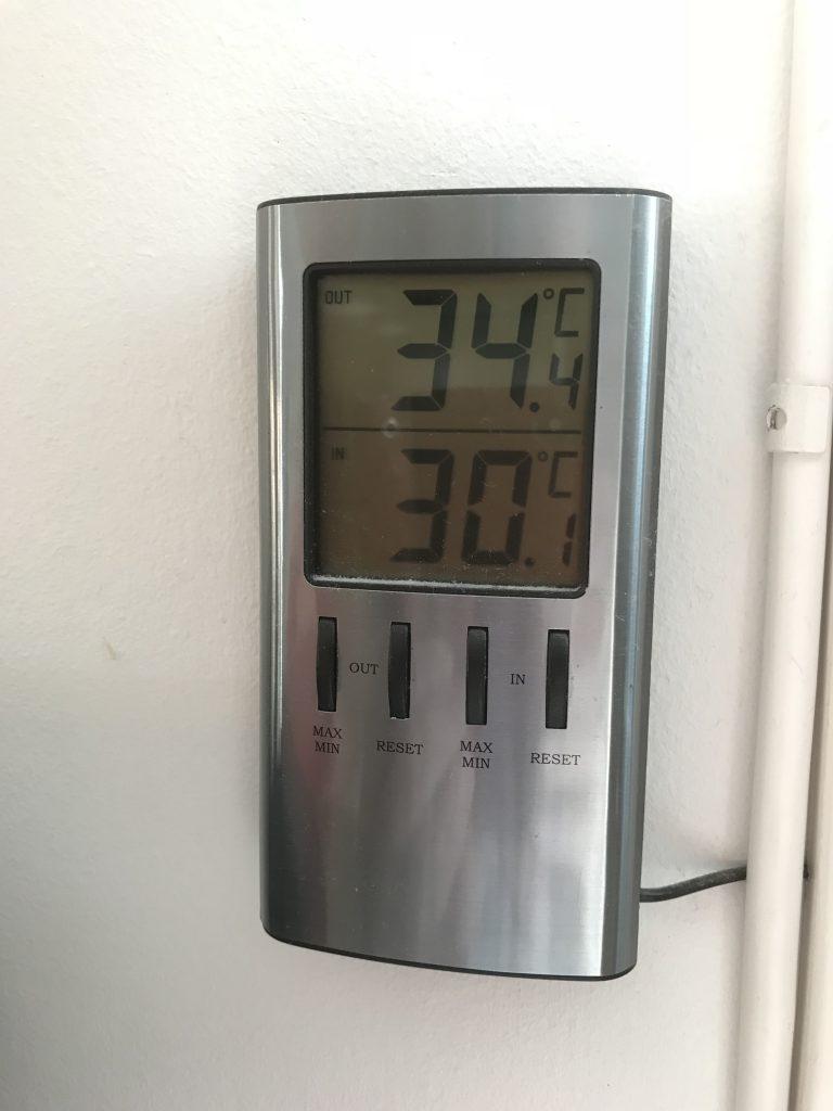 Senare på dagen visade termometern 34,4 grader och den hade vänt på 34,8 så nog var det rekordvärme.