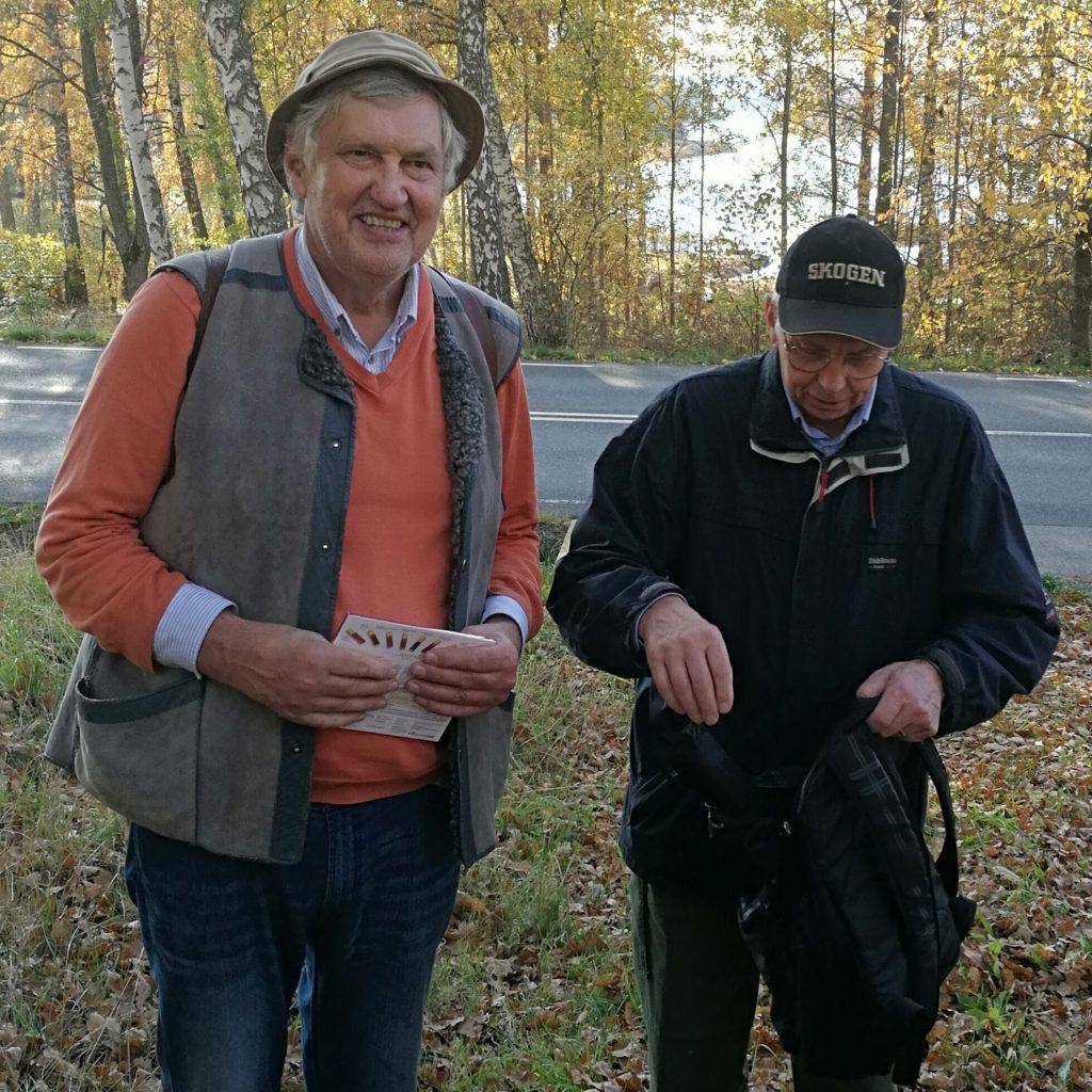 Roland tackade Anders med en kartong Merci.