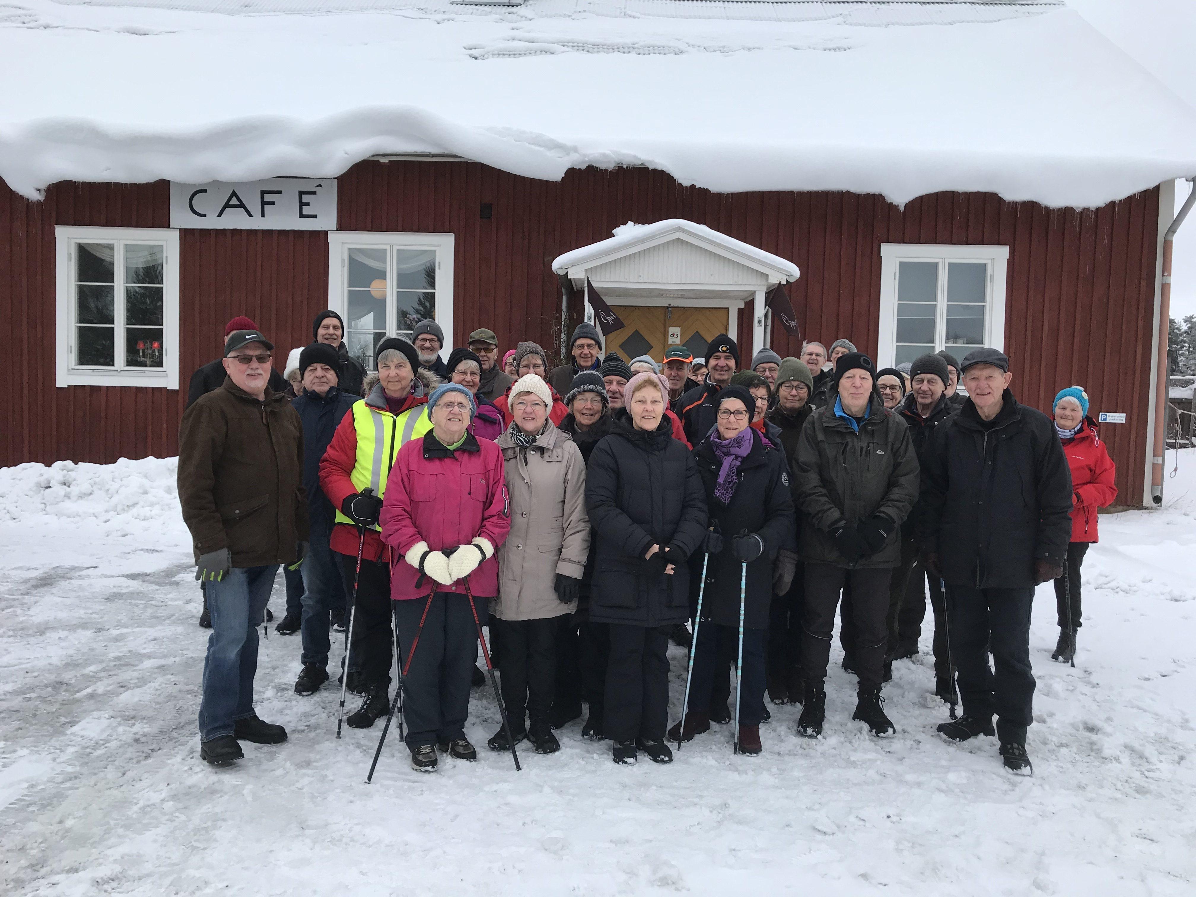 Som vanligt var det många som lockades av att gå med och fika på Rommelsjö café. Nytt rekord, 35 st plus 3 st bilburna.