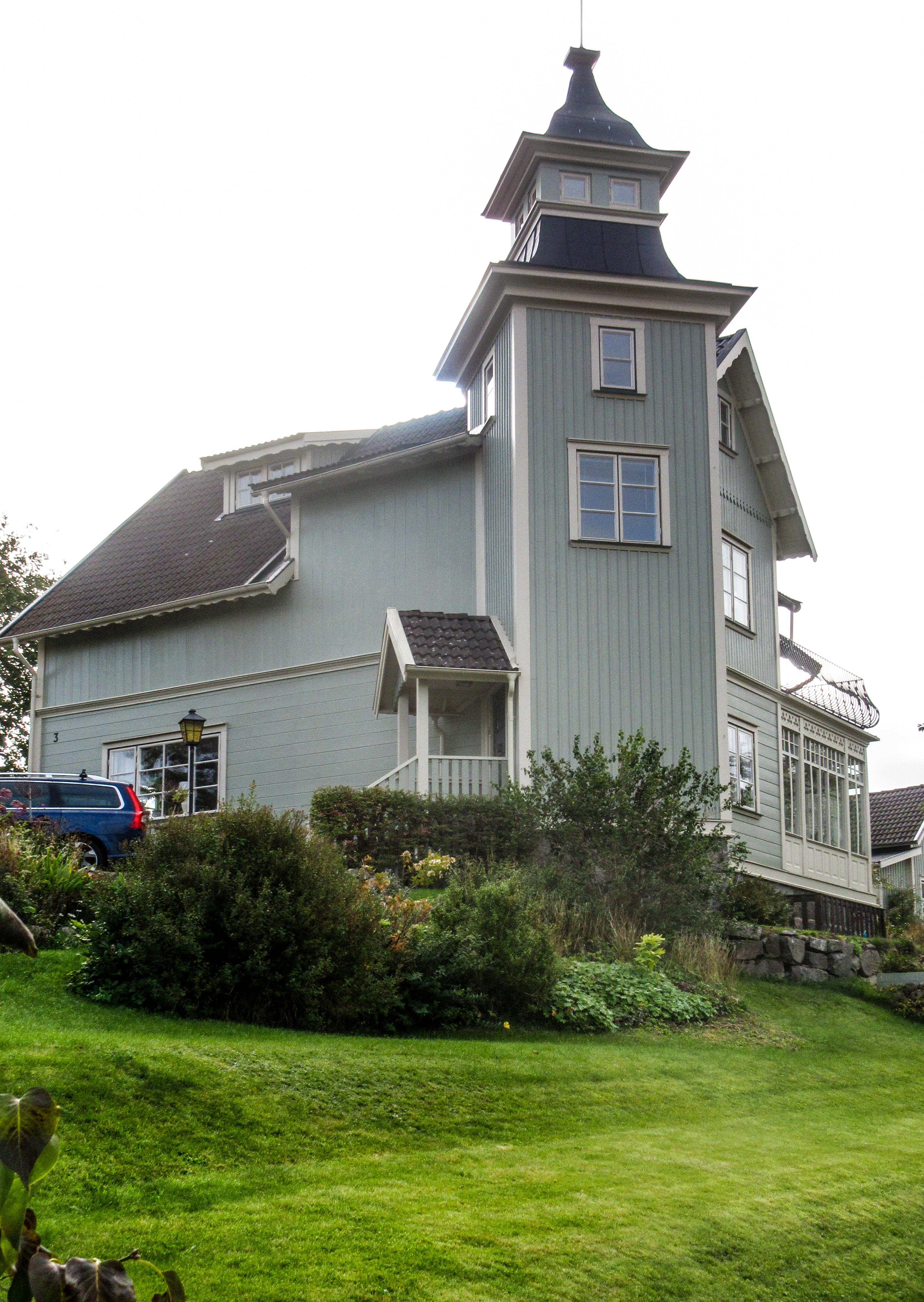 Ett exempel är Charlottenlund, som fått sitt namn efter dess första ägare. Charlotta Hagelberg, lärare från Göteborg.