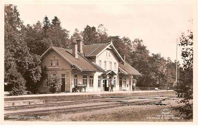 Tenhults station på sin plats där det byggdes 1864.