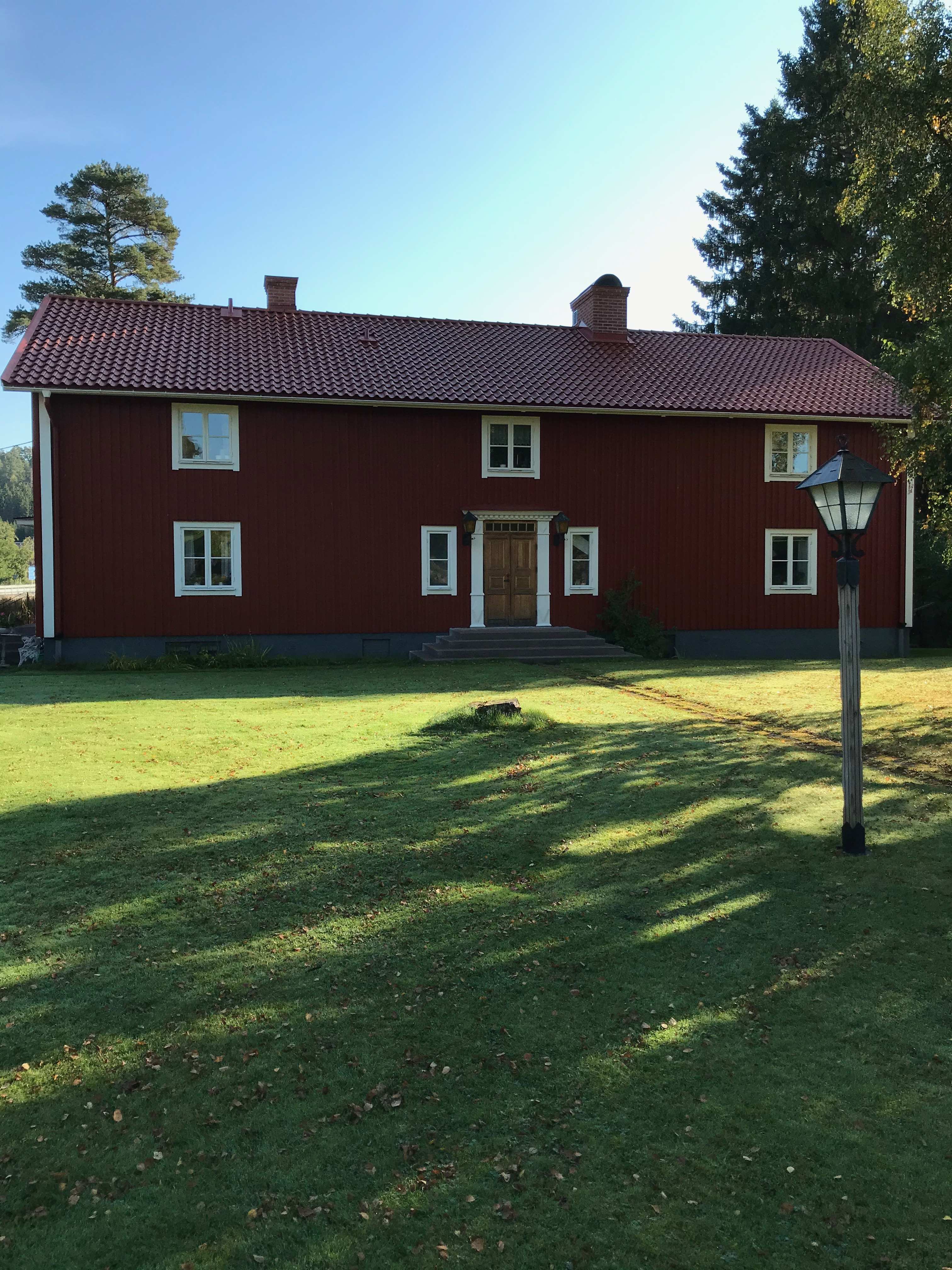 Sedan kom vi till 1700-talsgården Bona, som varit både gästgivaregård och tingsplats.