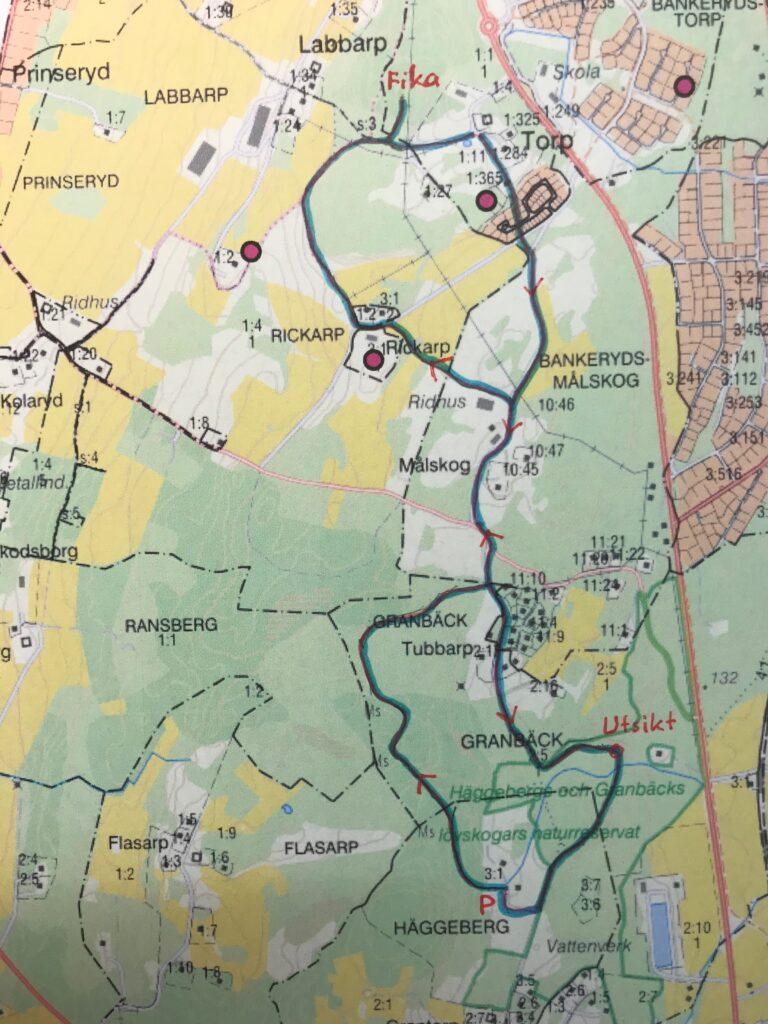 Här är Tages karta inlagd på en karta med fastighetsgränser och gårdsnamn.