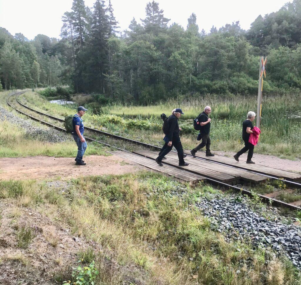 Tillbaka över järnvägen
