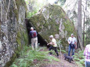 Många kröp in i grottan som rymde åtskilliga personer.
