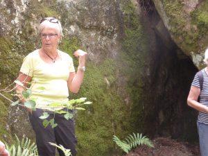 Margareta berättade historien om Singoallas grotta.