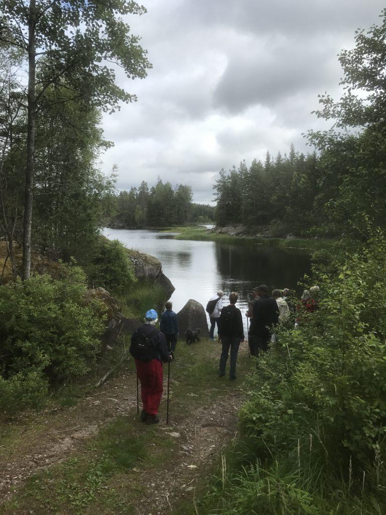 Stigen gick precis intill Lyngemadssjöns sydligaste spets