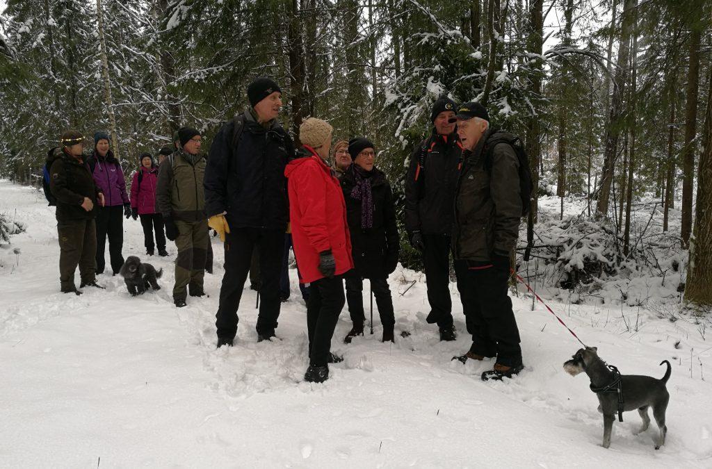 Som vanligt blev vi ett 20-tal vandrare och ett par vovvar.