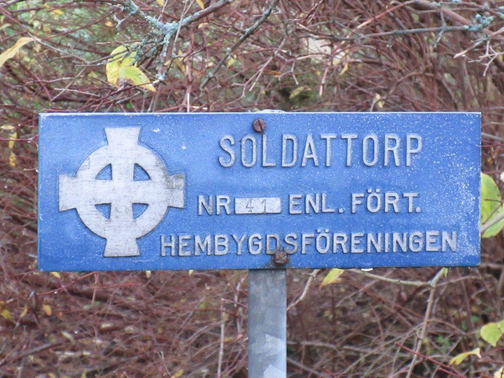 Det var det gamla soldattorpet Lindholmen. Den siste soldaten som hette Strand flyttade därifrån 1908.