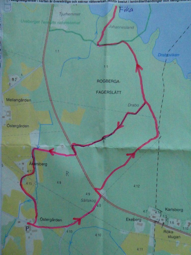 Turen utgick från Östergården, tvärs över landsvägen och ner mot gamla riksvägen, Jönköping-Kalmar. Det blev ca 5,2 km.