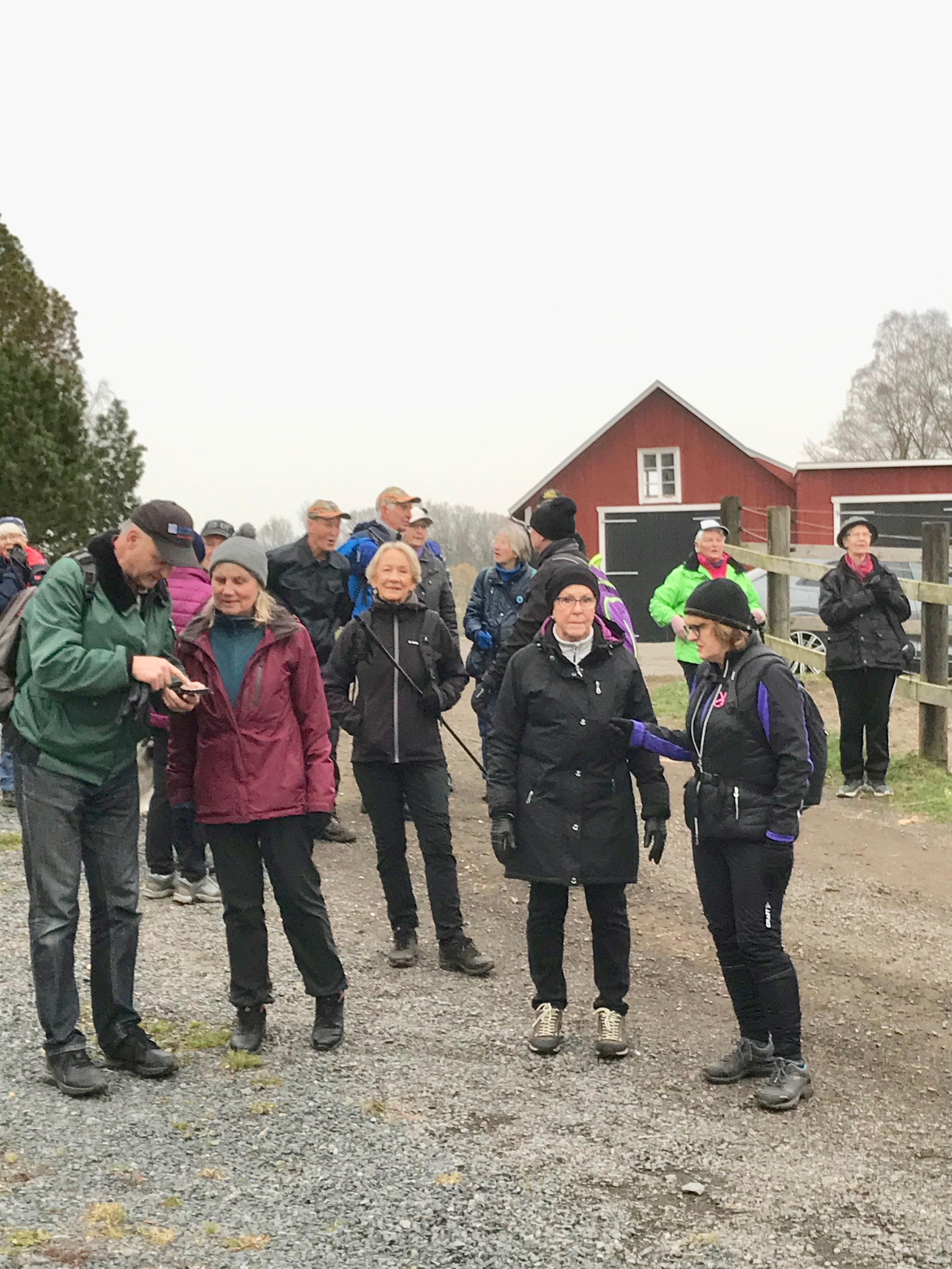 Vid Rickarp fick vi samla ihop oss och kolla på utsikten mot Flasarp och Falköpingsvägen.