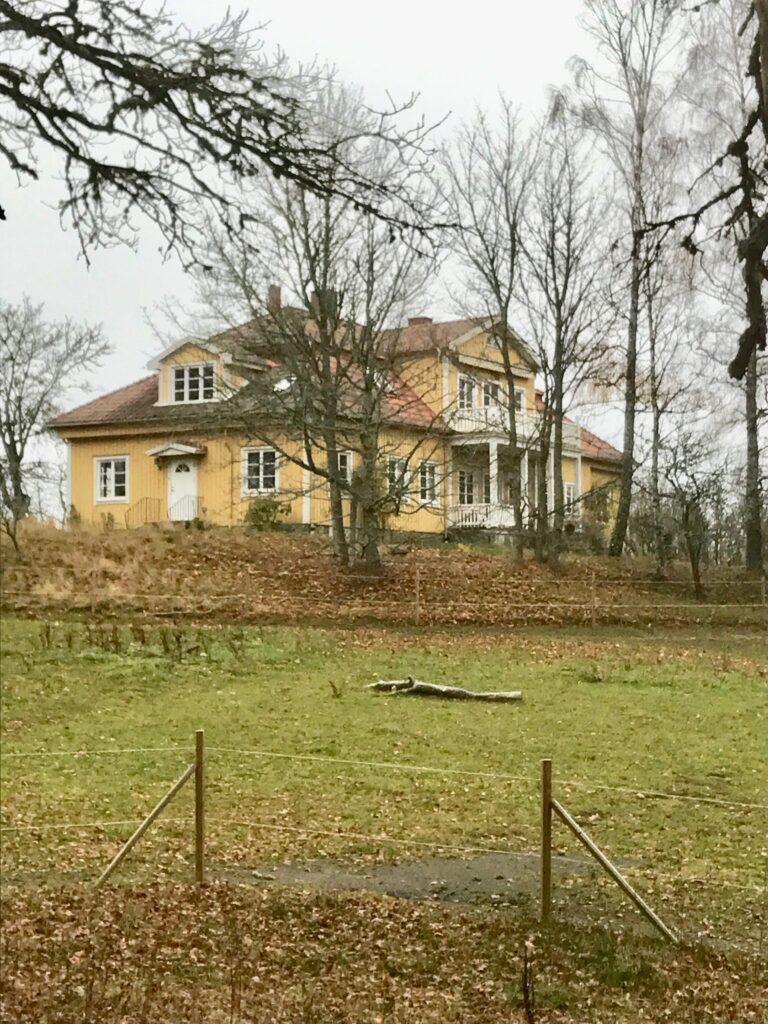 Målskog är till salu. Passa på och skaffa en ståndsmässig bostad. Har du 8,5 mille över så är det bara att slå till!