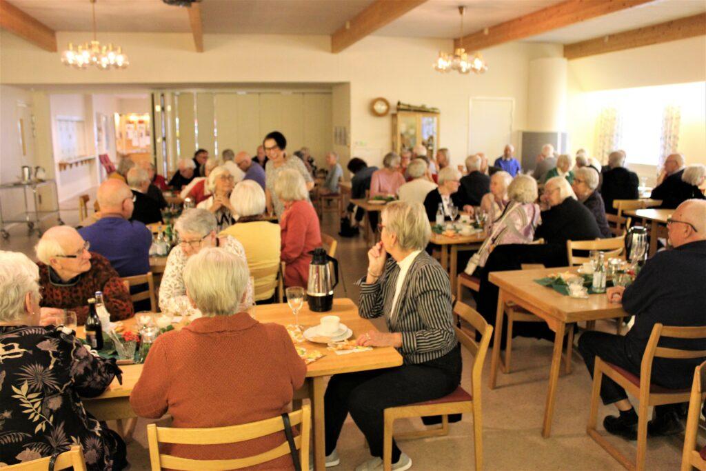 Deltagarna lät sig väl smaka och tycktes vara nöjda.